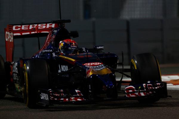 Yas Marina Circuit, Abu Dhabi, United Arab Emirates. Tuesday 25 November 2014. Max Verstappen, Toro Rosso STR9 Renault.  World Copyright: Sam Bloxham/LAT Photographic. ref: Digital Image _SBL8678