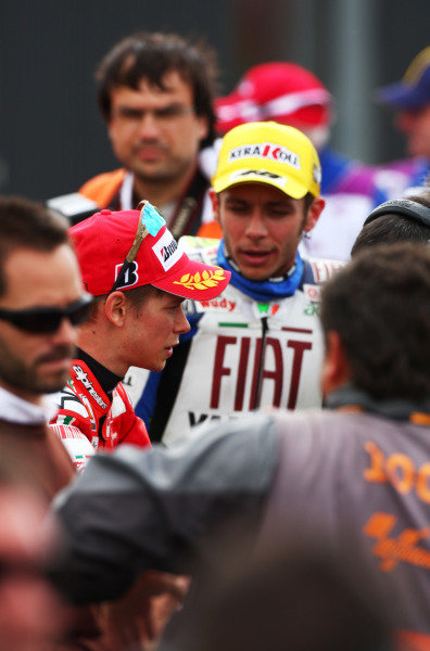 Donington Park, England. 20th-22nd June 2008.  Casey Stoner, Ducati, 1st position, and Valentino Rossi, Yamaha, 2nd position, in parc ferme.  Ref: IMG_7339a. World Copyright: Kevin Wood/LAT Photographic