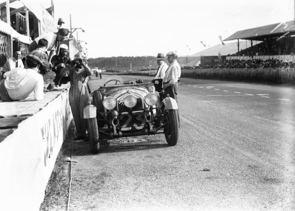 1930 Le Mans 24 hours.Le Mans, France. 21st - 22nd June 1930.Lord Earl Howe/Leslie Callingham, (Alfa Romeo 6C Sport), 5th position, pit stop and drinks, action.World Copyright: LAT Photographic.ref: