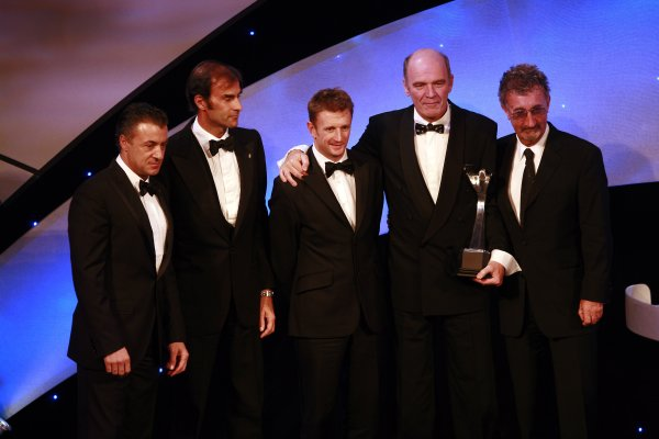 2006 Autosport AwardsGrosvenor House Hotel, London. 3rd December 2006.Emannuele Pirro, Allan McNish and Dr Wolfgang Ullrich accept the Pioneering and Innovation Award on behalf of the Audi R10 Tdi.World Copyright: Malcolm Griffiths/LAT Photographicref: Digital Image _MG_2494