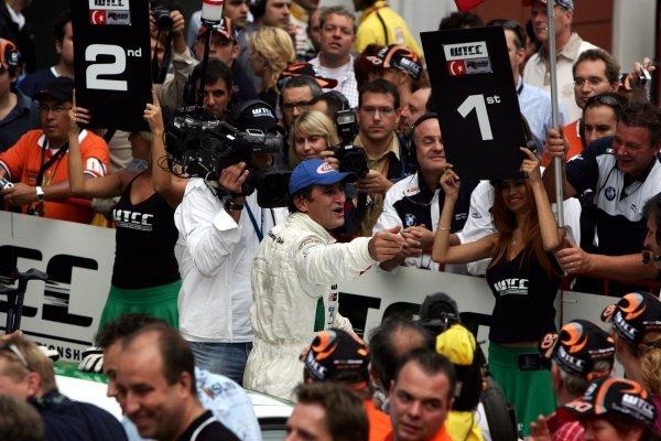 Alessandro Zanardi (ITA) BMW Italia Spain celebrates his win.FIA World Touring Car Championship, Rd8, Istanbul, Turkey, 23-24 September 2006.DIGITAL IMAGE