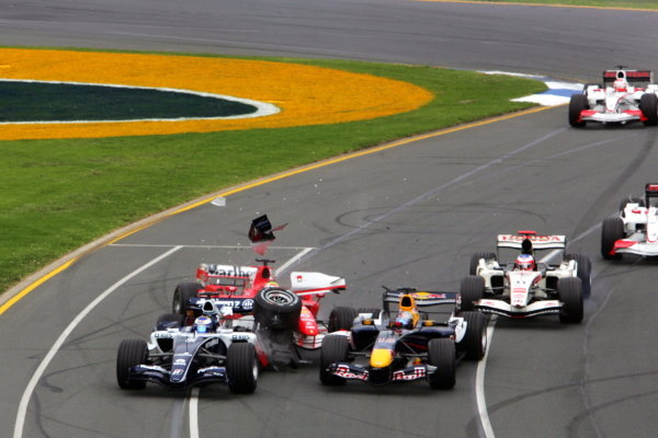 Christian Klien (AUT) Red Bull Racing RB2; Nico Rosberg (GER) Williams FW28 and Felipe Massa (BRA) Ferrari 248 F1 crash at the start of the race. Formula One World Championship, Rd 3, Australian Grand Prix, Race, Albert Park, Melbourne, Australia, 2 April 2006.  DIGITAL IMAGE BEST IMAGE