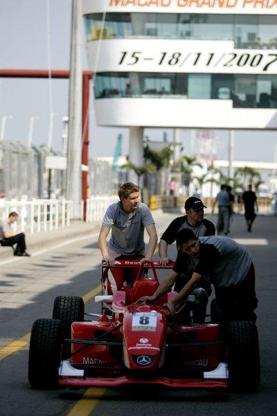 2007 Macau Grand Prix. 54th Macau Grand Prix.Formula Three. 15-18th November. Circuit de Guia, Macau.Nico Hulkenberg (ASM F3) pushes his car down the pits.Portrait.World Copyright: Drew Gibson/LAT