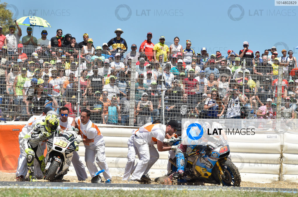 2017 MotoGP Championship - Round 4 Jerez, Spain Sunday 7 May 2017 Jack Miller, Estrella Galicia 0,0 Marc VDS, Alvaro Bautista, Aspar Racing Team crash World Copyright: Gold & Goose Photography/LAT Images ref: Digital Image 16045