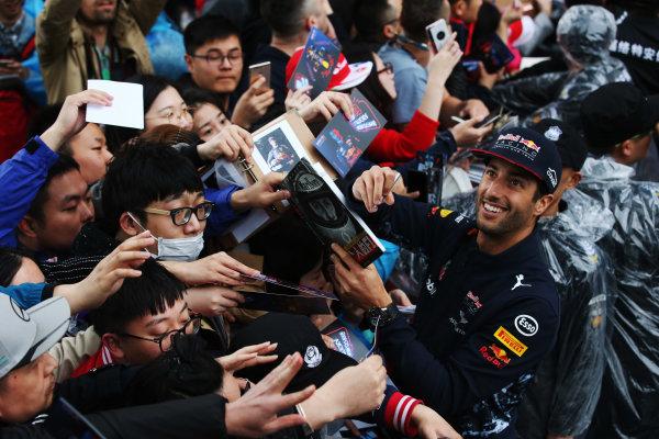 Shanghai International Circuit, Shanghai, China.  Thursday 06 April 2017. Daniel Ricciardo, Red Bull Racing, signs autographs for fans. World Copyright: LAT Images ref: Digital Image GJ9R7499