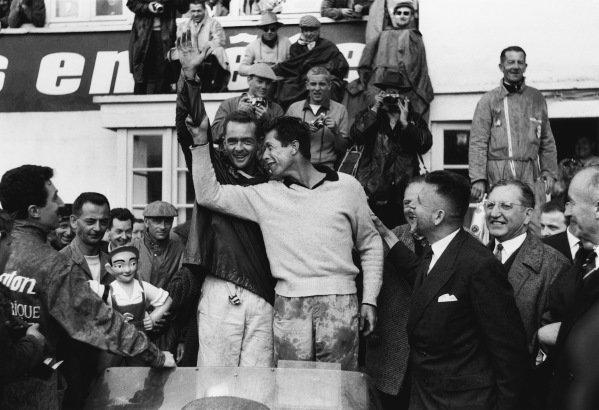 Le Mans, France. 21st - 22nd June 1958 Phil Hill/Olivier Gendebien (Ferrari 250TR), 1st position, portrait, podium World Copyright: LAT Photographic Ref: 7918F - 34.