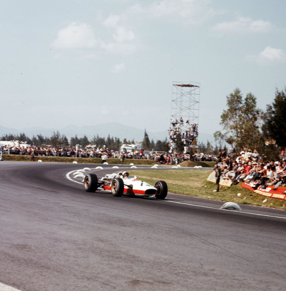 Mexico City, Mexico.21-23 October 1966.Richie Ginther (Honda RA273).Ref-3/2386.World Copyright - LAT Photographic