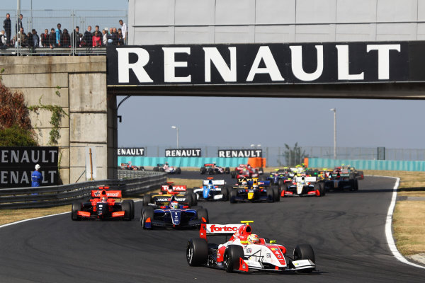 BUDAPEST (HUN) SEPTEMBER 14-16 2012 - Sixth round of the World series by Renault 2012 at the Hungaroring. Start of race 1. © 2012 Sebastiaan Rozendaal / Dutch Photo Agency / LAT Photographic