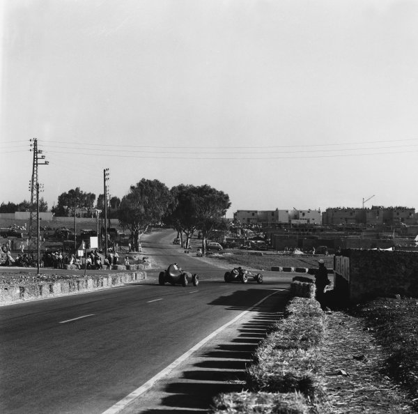 Ain-Diab, Casablanca, Morocco. 17th - 19th October 1958.Mike Hawthorn (Ferrari Dino 246), 2nd position leads Tony Brooks (Vanwall VW10), retired, action. World Copyright: LAT Photographic.Ref:  2544