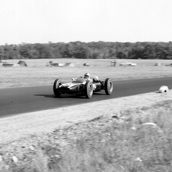 1961 United States Grand Prix, Watkins Glen, USA.8 October 1961.Bruce McLaren (Cooper T55-Climax), 4th position.Ref-10929.World - LAT Photographic