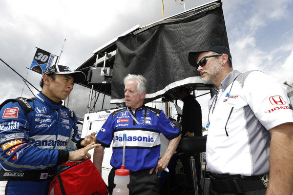 Takuma Sato, Rahal Letterman Lanigan Racing Honda with engineer Eddie Jones and Honda engineer