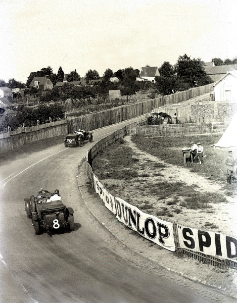 1930 Le Mans 24 hours. Le Mans, France. 21-22 June 1930. Frank Clement/Richard Watney leads Dr John Benjafield/Giulio Ramponi (both Bentley). Clement/Watney finished in 2nd position. Ref-Motor 730/3. World Copyright - LAT Photographic