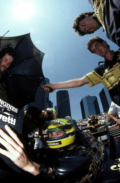 Pole sitter and race winner Ayrton Senna (BRA) Lotus 98T studies the timing monitors during qualifying United States Grand Prix, Detroit, 22 June 1986.