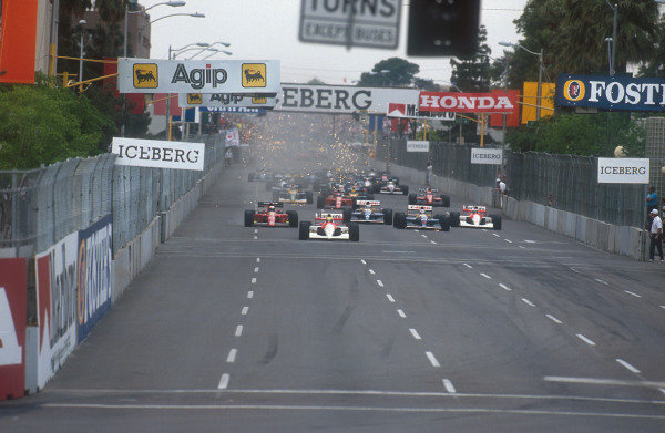 1991 United States Grand Prix.Phoenix, Arizona, U.S A.8-10 March 1991.Ayrton Senna (McLaren MP4/6 Honda) leads Alain Prost (Ferrari 642), Nigel Mansell, Riccardo Patrese (both Williams FW14 Renault's), Gerhard Berger (McLaren MP4/6 Honda), Jean Alesi (Ferrari 642) and Nelson Piquet (Benetton B190B Ford) at the start. Ref-91 USA 08.World Copyright - LAT Photographic