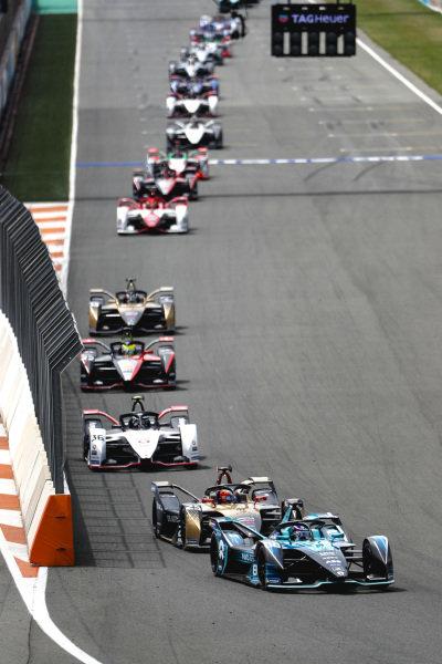 Tom Blomqvist (GBR), NIO 333, NIO 333 001, leads Jean-Eric Vergne (FRA), DS Techeetah, DS E-Tense FE21, Andre Lotterer (DEU), Tag Heuer Porsche, Porsche 99X Electric, Oliver Rowland (GBR), Nissan e.Dams, Nissan IMO2, and Antonio Felix da Costa (PRT), DS Techeetah, DS E-Tense FE21