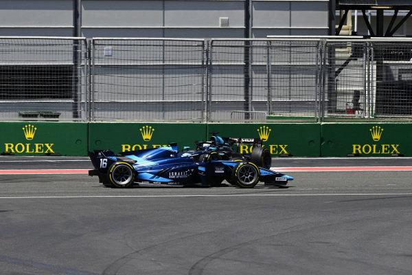 Roy Nissany (ISR, DAMS), passes Richard Verschoor (NLD, MP Motorsport), after a spin