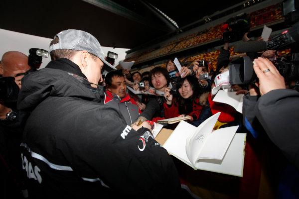 Shanghai International Circuit, Shanghai, China15th April 2010Michael Schumacher, Mercedes GP W01, signs some autographs for fans. Portrait. Atmosphere. World Copyright: Andrew Ferraro/LAT Photographicref: Digital Image AF5D8221