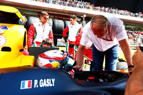 2016 GP2 Series Round 1.  Circuit de Catalunya, Barcelona, Spain. Saturday 14 May 2016. Helmut Marko, Consultant, Red Bull Racing talks with Pierre Gasly (FRA, PREMA, Racing). Photo: Zak Mauger/GP2 Series Media Service. ref: Digital Image _79P0593