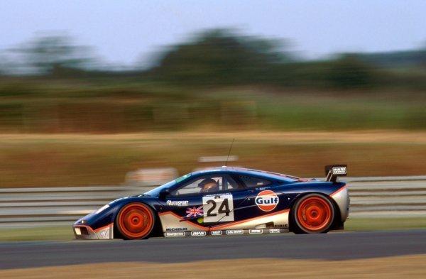 Mark Blundell (GBR) GTC Gulf Racing McLaren F1 GTR. Le Mans 24 Hours, Le Mans, France, 18-19 June 1995.