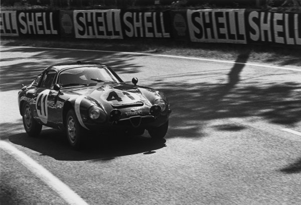 Le Mans, France. 20th - 21st June 1964.Giampiero Biscaldi/Giancarlo Sala (Alfa Romeo Giulia TZ), 15th position, action. World Copyright: LAT PhotographicRef: 11026G - 16.