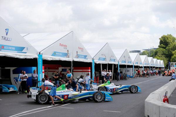 2014/2015 FIA Formula E Championship. London e-Prix, Battersea Park, London, UK. Saturday 27 June 2015. Jarno Trulli (ITA)/Trulli Racing - Spark-Renault SRT_01E and Alex Fontana (SUI)/Trulli Racing - Spark-Renault SRT_01E get pushed back into their garages. World Copyright: Steven Tee/LAT Photographic/Formula E. ref: Digital Image _L4R9451