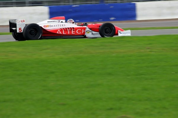 Nigel Mansell (GBR). Grand Prix Masters Testing, Day One, Silverstone, England, 26 October 2005. DIGITAL IMAGE