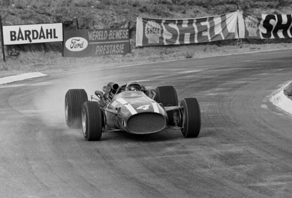 Winner Pedro Rodrigeuz(MEX)Cooper T81 South African GP, Kyalami, 2 January 1967
