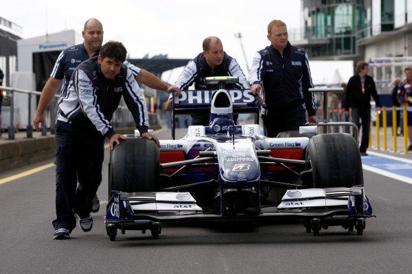 Nurburgring, Germany9th July 2009Williams mechanics push the Williams FW31 Toyota of Kazuki Nakajima in the pit lane.World Copyright: Andrew Ferraro/LAT Photographicref: Digital Image _H0Y9368