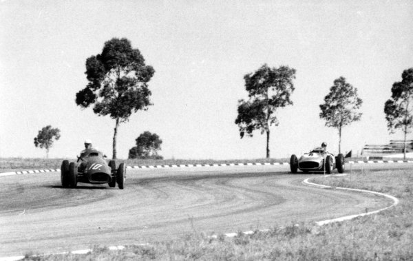 Buenos Aires, Argentina. 30th January 1955. Giuseppe Farina (Ferrari 625/555) leads Karl Kling (Mercedes-Benz W196), in the non-Championship, Formula Libre race, action.  Published-Autocar 18/2/1955 p215. World Copyright - LAT Photographic
