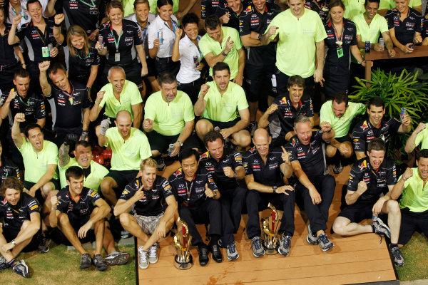 Marina Bay Circuit, Singapore. Sunday 22nd September 2013.  Red Bull Racing celebration team photo.  World Copyright: Jed Leicester/LAT Photographic. ref: Digital Image _JEL3314