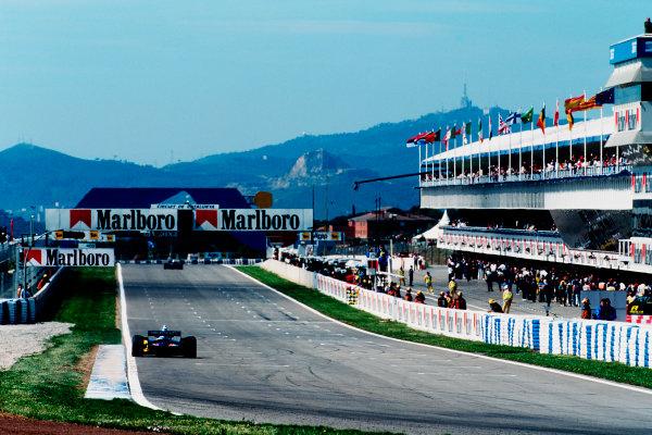Barcelona, Spain.12-14 May 1995.Johnny Herbert (Benetton B195 Renault) 2nd position on the start- finish straight.Ref-95 ESP 09.World Copyright - LAT Photographic