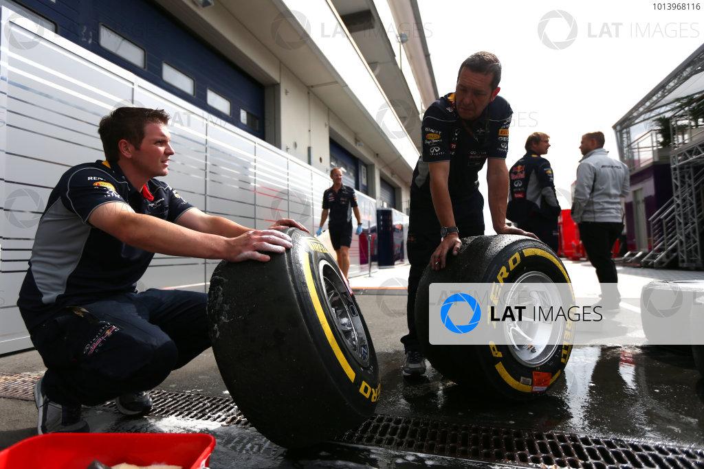 Nurburgring, Germany. 5th July, 2013. Red Bull Racing mechanics clean tyres World Copyright: Andy Hone/  ref: Digital Image HONZ1726
