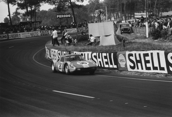 Le Mans, France. 19th - 20th June 1965.Gerhard Koch/Toni Fischhaber (Porsche 904 GTS), 5th position, action. World Copyright: LAT Photographic.Ref:  1062 - 28A-29.
