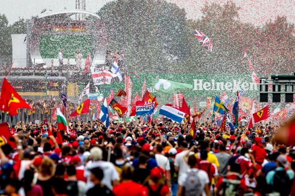 Autodromo Nazionale di Monza, Italy. Sunday 4 September 2016. A huge crowd of fans gather for the podium celebrations. World Copyright: Zak Mauger/LAT Photographic ref: Digital Image _X0W7127