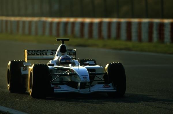 British American Racing test driver Anthony Davidson (GBR) tests the BAR Honda 003.a Formula One Testing, Barcelona, Spain. 27-31 January 2002. BEST IMAGE