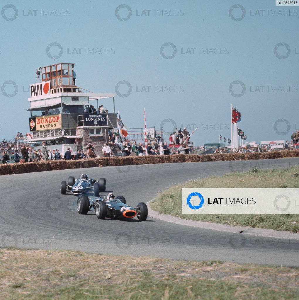 Zandvoort, Holland.22-24 July 1966.Jackie Stewart (BRM P261) leads Dan Gurney (Eagle T1G Climax).Ref-3/2309.World Copyright - LAT Photographic