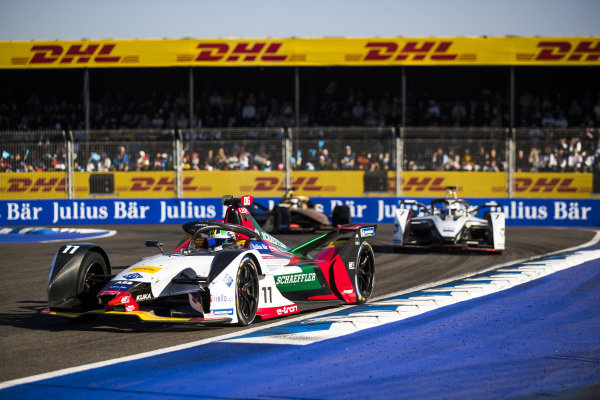 Lucas Di Grassi (BRA), Audi Sport ABT Schaeffler, Audi e-tron FE05, Jose Maria Lopez (ARG), GEOX Dragon Racing, Penske EV-3