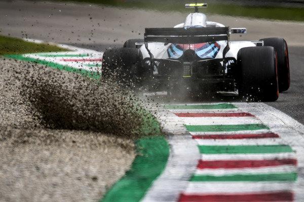 Sergey Sirotkin, Williams FW41, kicks up some gravel.