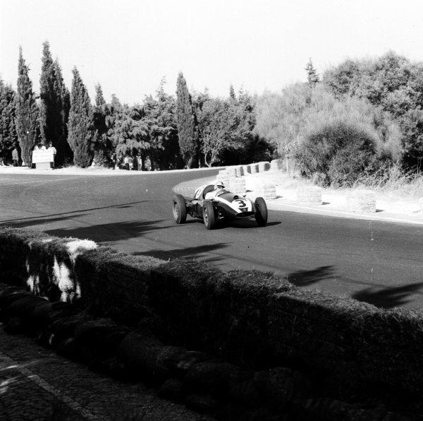1959 Portuguese Grand Prix.Monsanto, Lisbon, Portugal. 21-23 August 1959.Bruce McLaren (Cooper T45 Climax). Ref-4837.World Copyright - LAT Photographic