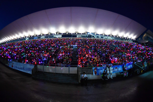 SUZUKA, JAPAN - OCTOBER 06: Fans with glow sticks during the Japanese GP at Suzuka on October 06, 2018 in Suzuka, Japan. (Photo by Jerry Andre / Sutton Images)