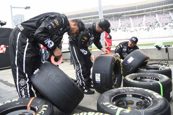 #18: Jeffrey Earnhardt, Joe Gibbs Racing, Toyota Supra Extreme Concepts/iK9, Crew member.
