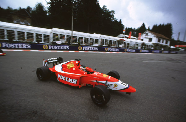 2001 F3000 ChampionshipSpa-Francorchamps, Belgium. 1st September 2001.Darren Manning (Arden Team Russia), minus his front wing.World Copyright: Charles Coates/LAT Photographicref: 35mm Image A16