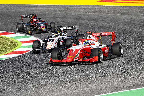 Logan Sargeant (USA, PREMA RACING), Theo Pourchaire (FRA, ART GRAND PRIX) and Enzo Fittipaldi (BRA, HWA RACELAB)
