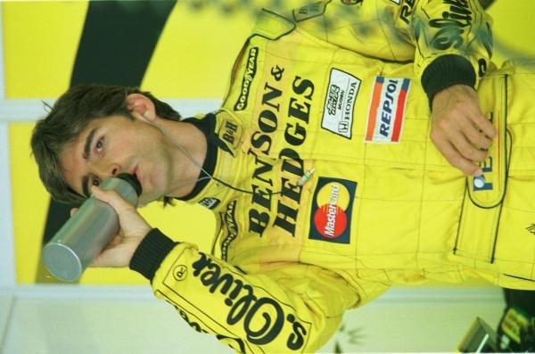 1998 Austrian Grand Prix.A1-Ring, Zeltweg, Austria.24-26 July 1998.Damon Hill (Jordan Mugen Honda) takes a drink during practice.World Copyright - Steve Etherington/LAT Photographic