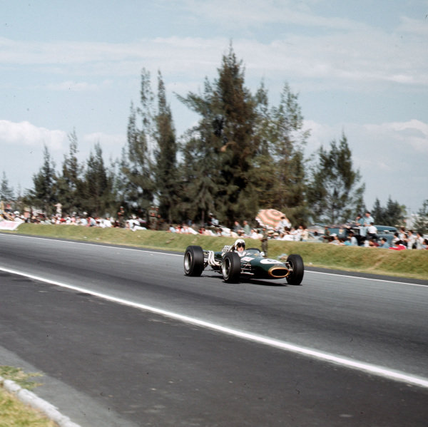Mexico City, Mexico.21-23 October 1966.Denny Hulme (Brabham BT20 Repco) 3rd position.Ref-3/2395.World Copyright - LAT Photographic