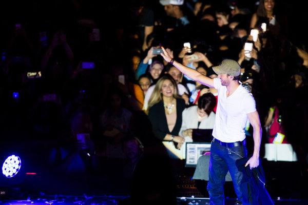 Bahrain International Circuit, Sakhir, Bahrain.  Saturday 15 April 2017. Enrique Iglesias performs at the F1 Concert. World Copyright: Sam Bloxham/LAT Images ref: Digital Image _J6I1303