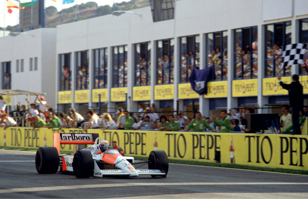 1988 Spanish Grand Prix. Jerez, Spain. 30th September - 2nd October 1988. Alain Prost (McLaren MP4/4-Honda), 1st position, action. World Copyright: LAT Photographic. Ref: 88 ESP