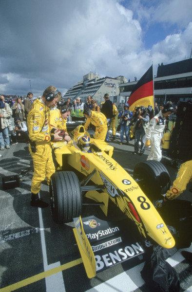 1999 Formula One Championship.European Grand Prix,Nurburgring, Germany. 24th - 26th SeptemberHeinz Harald Frentzen (Jordan Mugen Honda). Sits on the grid waiting for the start of the race. World Copyright:Gavin Lawrence/LAT Photographic.Ref:99 EUR 65