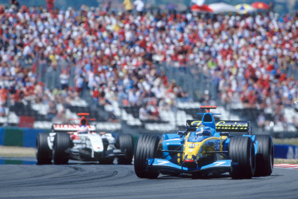 2004 French Grand PrixMagny-Cours, France. 2nd - 4th JulyJarno Trulli, Renault R24 leads Jenson Button, BAR Honda 006. Action. World Copyright: LAT PhotographicRef:35mm Image A10