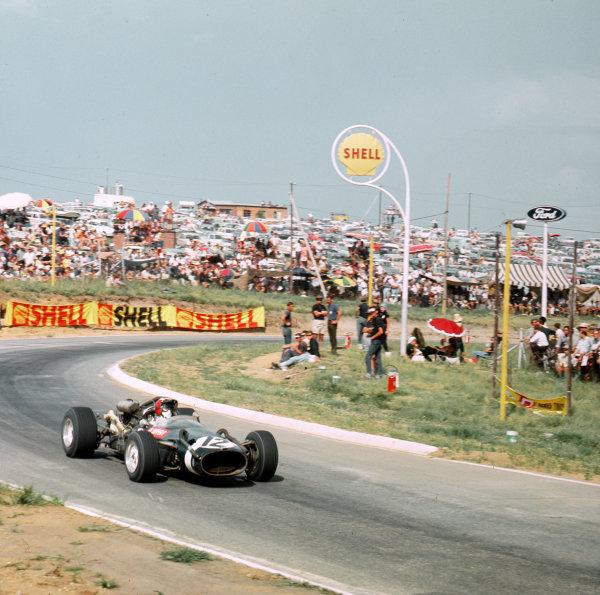 Kyalami, South Africa.31/12/66-2/1/1967.Jo Siffert (Cooper T81 Maserati).Ref-3/2505.World Copyright - LAT Photographic